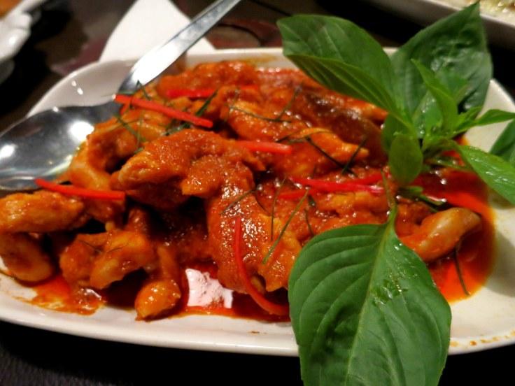 hindistan cevizi sütlü ve körülü tavuk