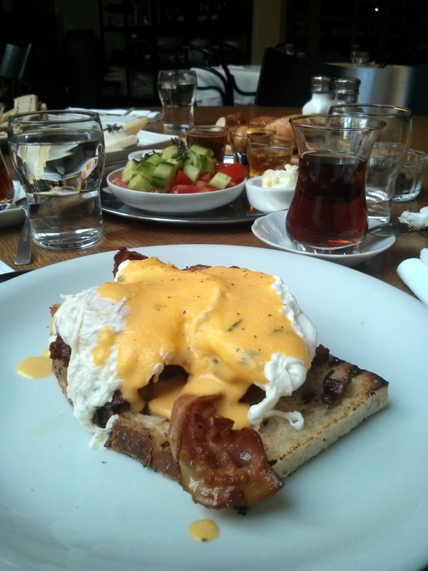 Delicatessen Egg Benedict