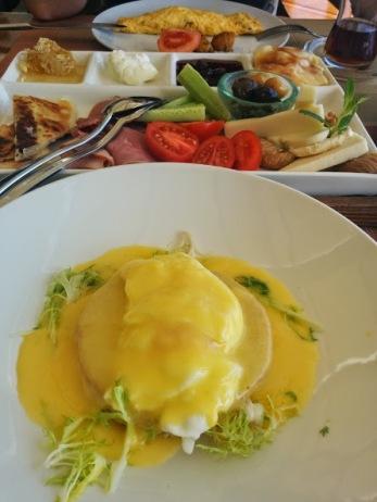 divan egg benedict
