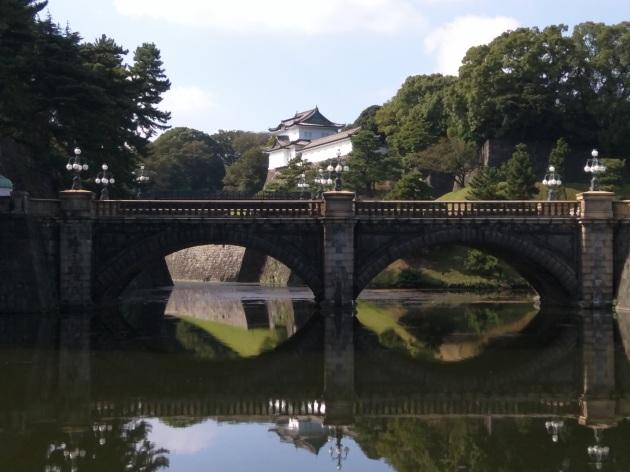 Japon İmparatorluk sarayı ve Nijubashi köprüsü